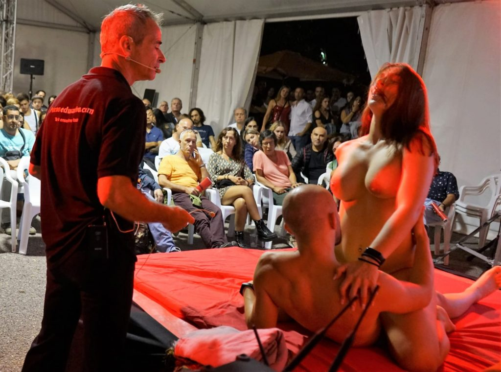 Entrevistar en plena acción sexual puede ser muy excitante... Fotos del Salón Erótico de Barcelona